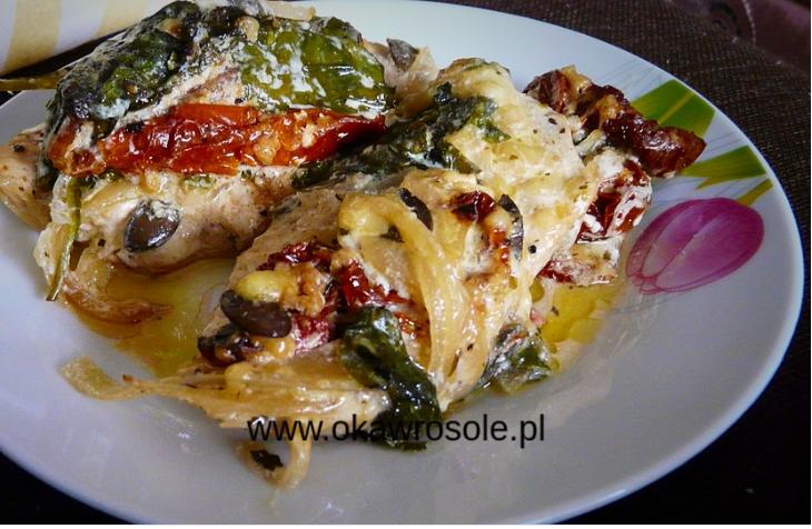 Filet z kurczaka ze szpinakiem i suszonymi pomidorami
