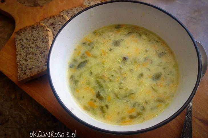 Zupa ogórkowa na kurzych udkach