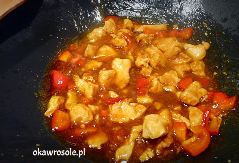 Kurczak po azjatycku z papryką