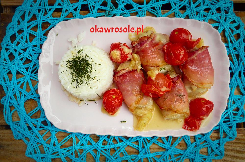 Pieczona polędwiczka wieprzowa z mozzarellą i szynką parmeńską oraz pomidorkami koktajlowymi