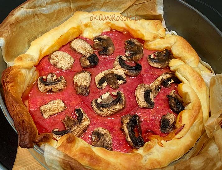 Szybka pizza na francuskim cieście
