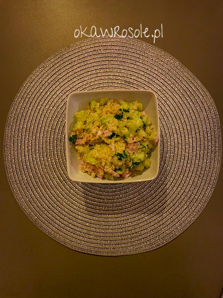 Fit sałatka kuskus z szynką i ogórkiem